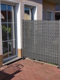 sichtschutz aus metall 1 7 m lang und 1 7m h he. Black Bedroom Furniture Sets. Home Design Ideas