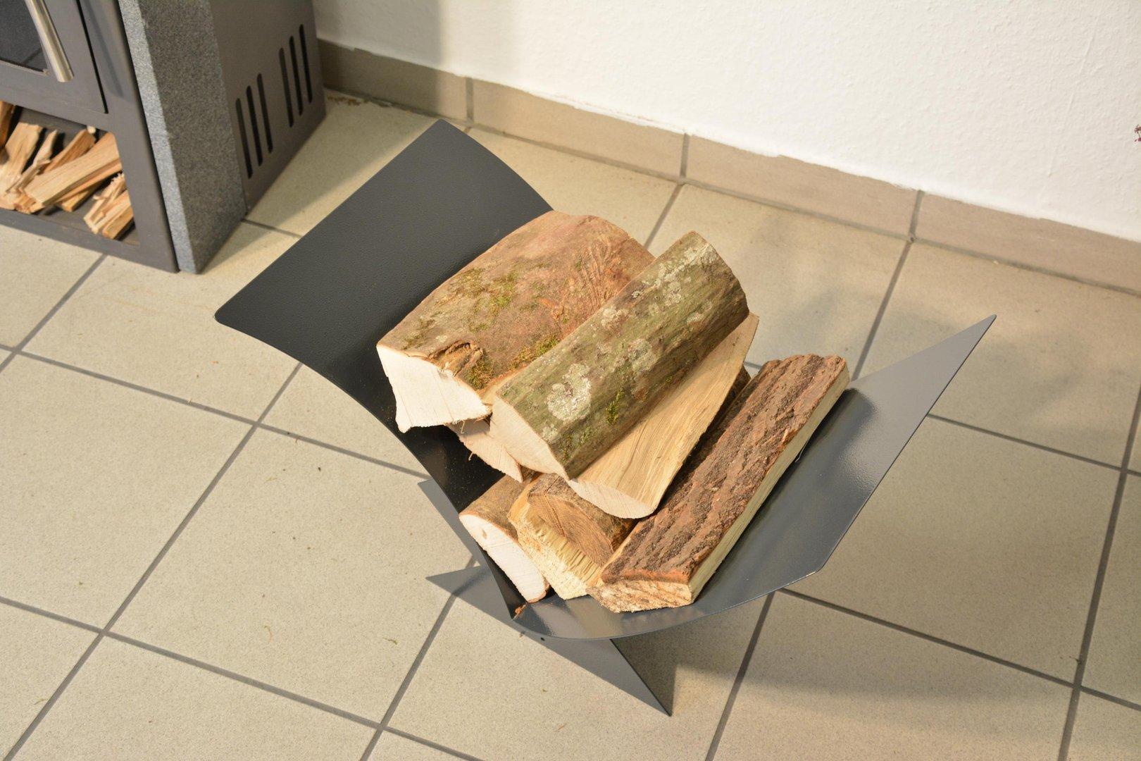 kaminholzregal dreieck mit geschwungener auflagef che aus metall. Black Bedroom Furniture Sets. Home Design Ideas