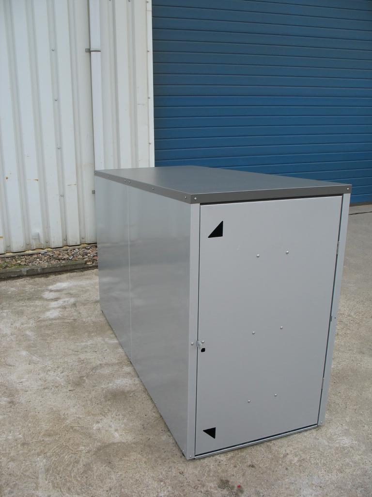 lieferzustand aufgebaut fahrradbox mit bodenplatte. Black Bedroom Furniture Sets. Home Design Ideas
