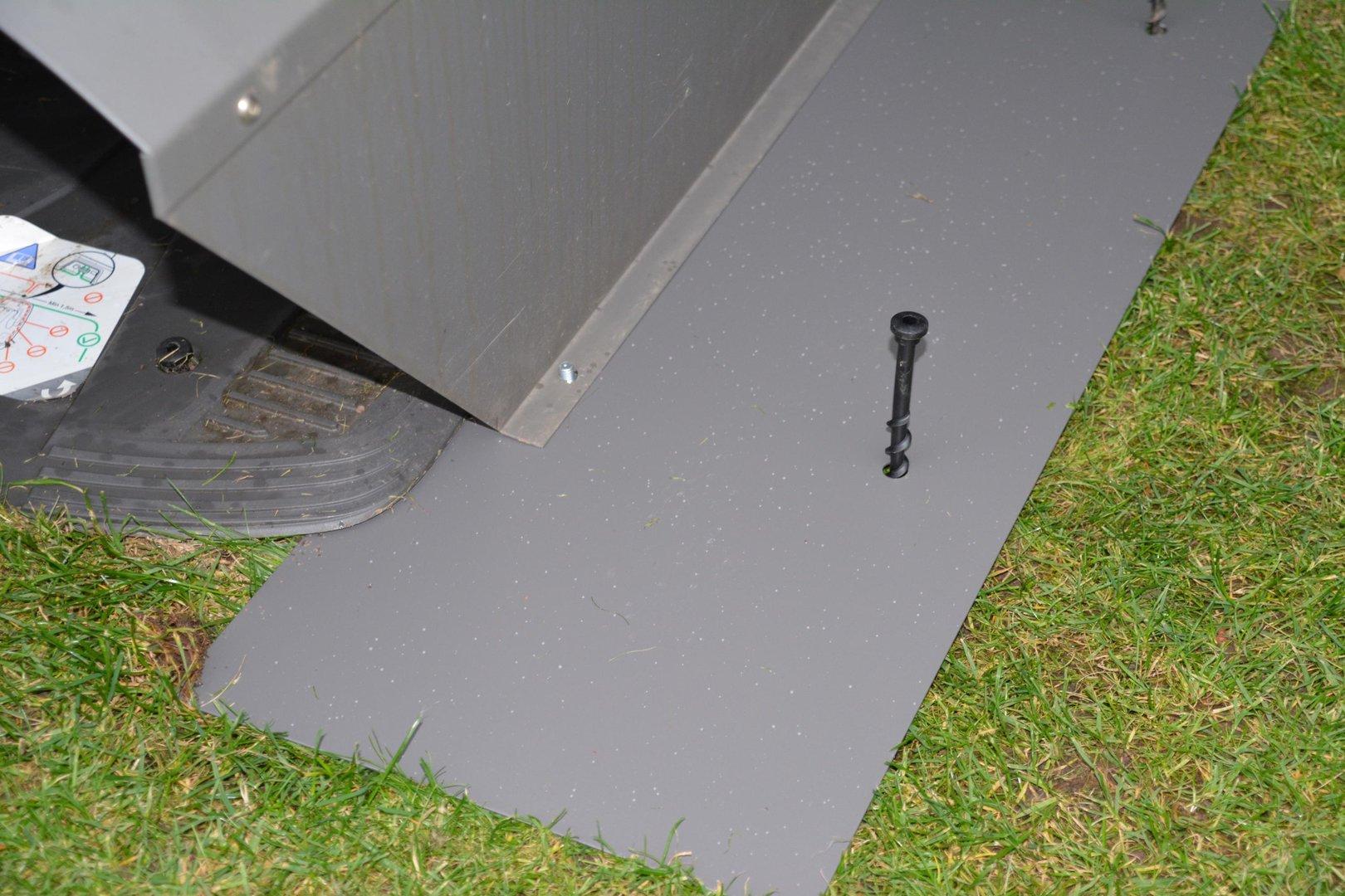 Asphalt Fußbodenplatten ~ Bodenplatten für mähroboter garage verzinkt aus metall