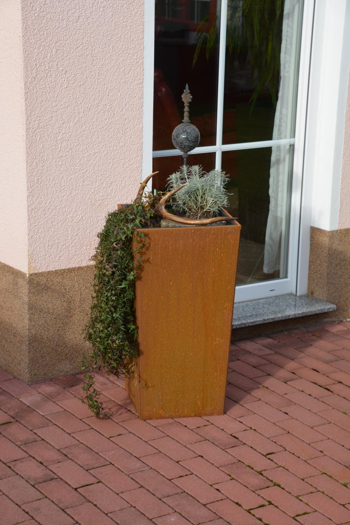 Blumenkübel SCHRÄG 37x37x105 cm corten edelrost