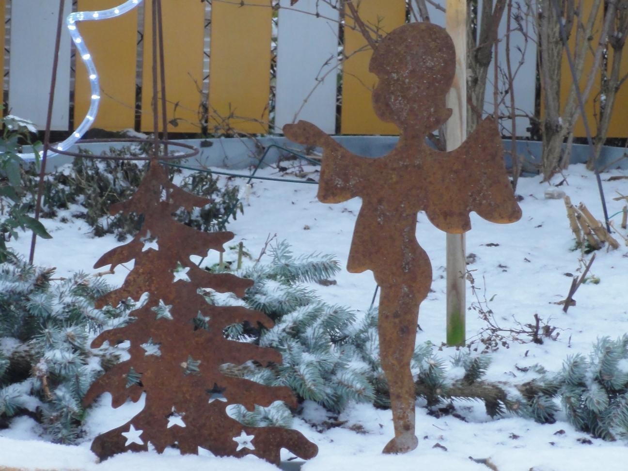 weihnachtsbaum edelrost mit kugeln 0 63 m f r haus und garten. Black Bedroom Furniture Sets. Home Design Ideas