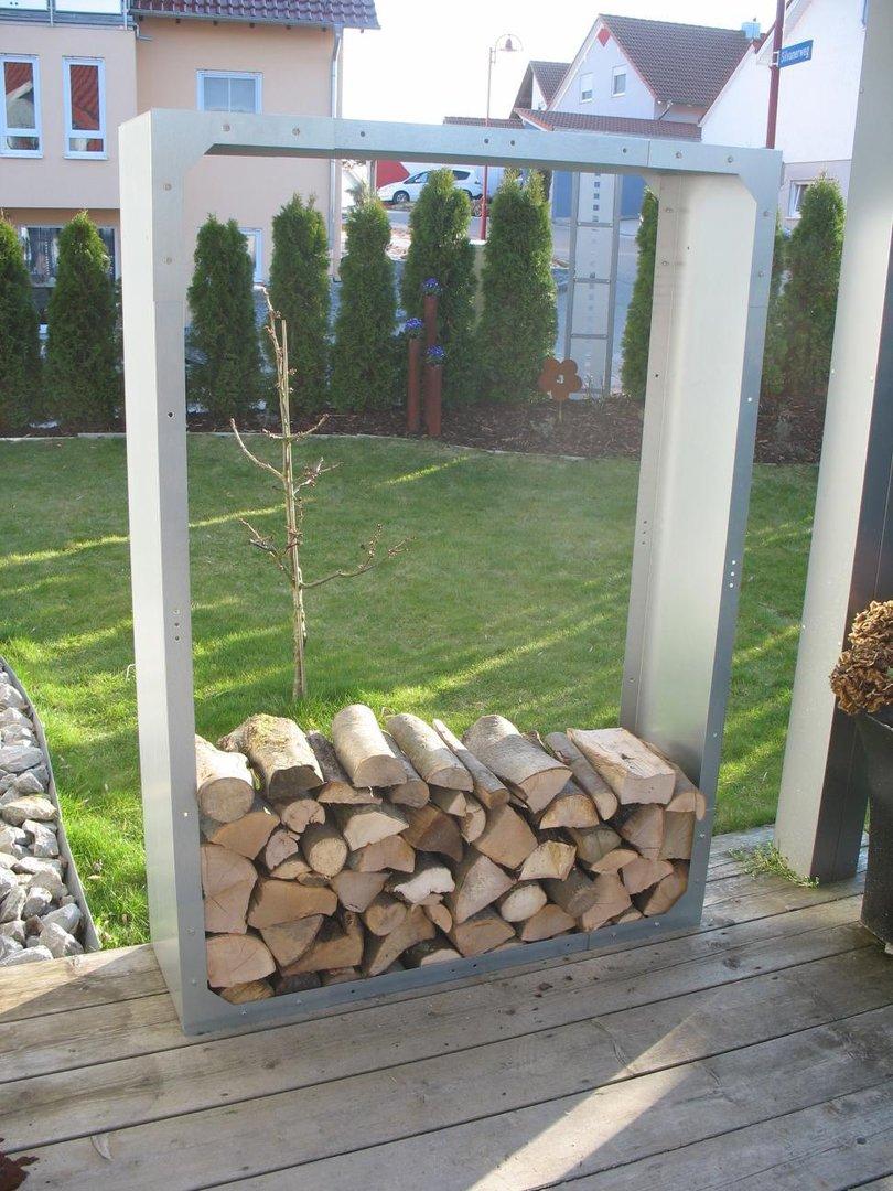 kaminholzregale aus metall f r den au enbereich langlebig. Black Bedroom Furniture Sets. Home Design Ideas