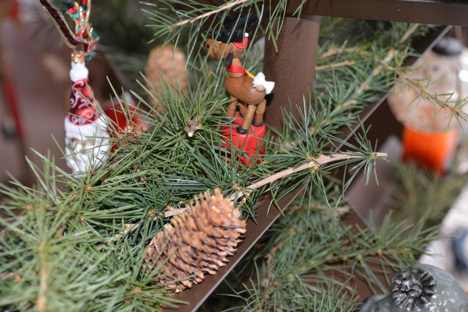 weihnachtsbaum aus metallleisten 170 cm doppelseitig. Black Bedroom Furniture Sets. Home Design Ideas